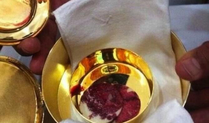 США: католическая епархия расследует информацию о чуде с хостией