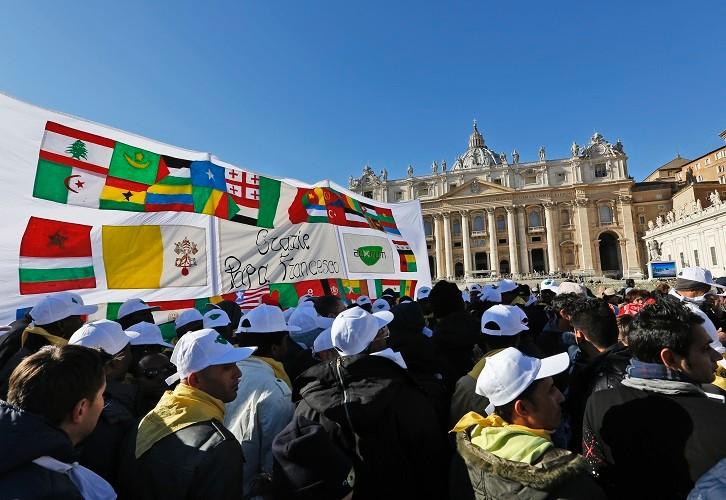 Папа — мигрантам: не позволяйте никому лишать вас надежды и радости жизни