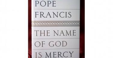 Подробности об изданной книге-интервью с Папой: Церковь осуждает грех, но обнимает грешника