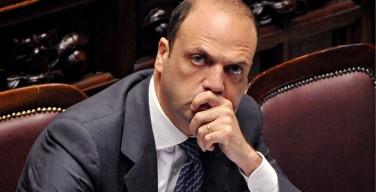 Суррогатное материнство должно быть признано преступлением, считает министр внутренних дел Италии