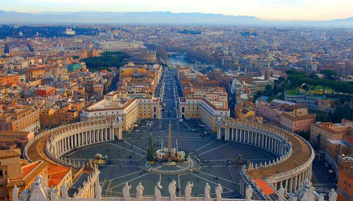 Бездомная женщина родила ребенка возле площади Святого Петра в Ватикане