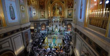 Православные верующие в России празднуют Рождество