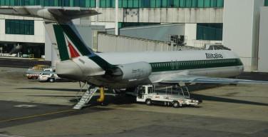 Alitalia: пилотов самолета Папы Римского пытались ослепить лазером