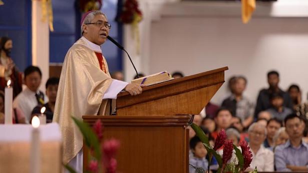 Архиепископ Сингапура призвал бойкотировать концерт Мадонны