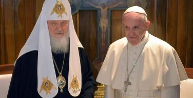 Две трети россиян – за проведение новых встреч Патриарха и Папы