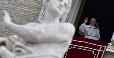 Папа на молитве Regina c?li: вместе с Марией будем нести в мир пасхальную весть милосердия и надежды