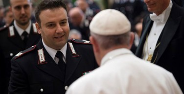 Папа поблагодарил карабинеров за их службу в районе Ватикана