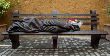 Статуя Бездомного Иисуса установлена в Ватикане (ФОТО)