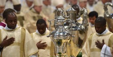 Месса освящения мира и елея в Ватикане (ФОТО)