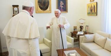 В преддверии Пасхи Папа Франциск навестил Бенедикта XVI