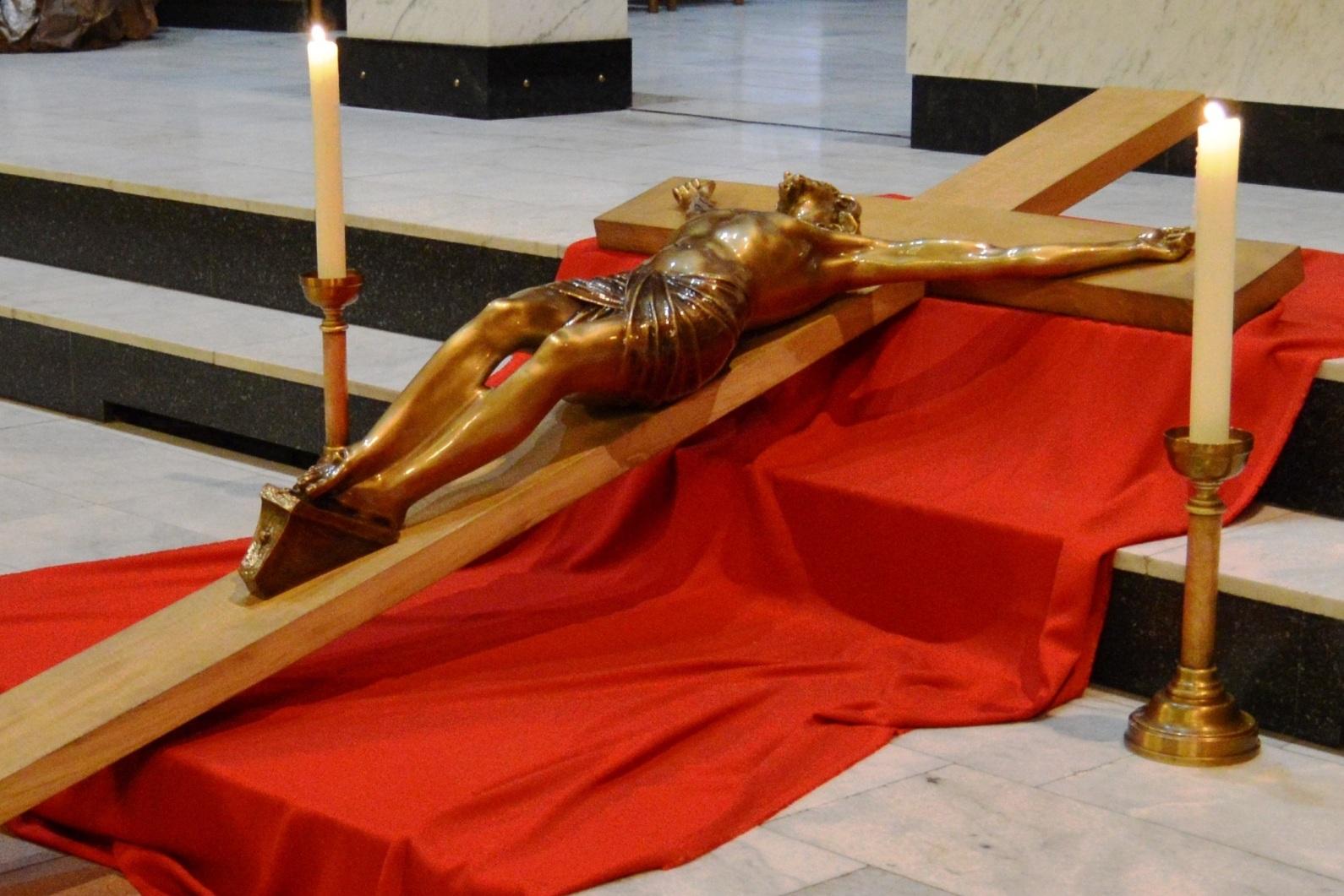 Страстная Пятница в Кафедральном соборе Новосибирска (ФОТО)