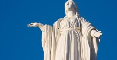 В турецком городе Сельчук, где окончила земные дни Дева Мария, возводится ее статуя