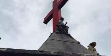 В Китае пастор приговорен к 14 годам тюрьмы за то, что воспротивился удалению креста с его церкви