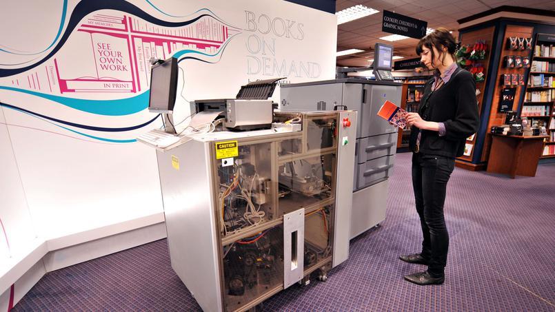 В Париже открылся книжный магазин, где товар печатают прямо при клиенте