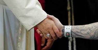 Папа — заключённым: храните свет надежды
