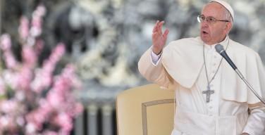 Молитвенное бдение в канун праздника Божьего Милосердия. Папа: быть отважными в конкретной любви