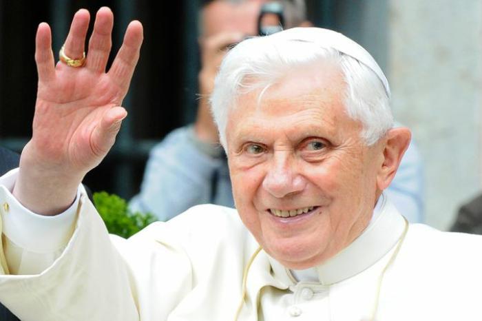Бенедикт XVI поблагодарил всех, кто поздравил его с днем рождения