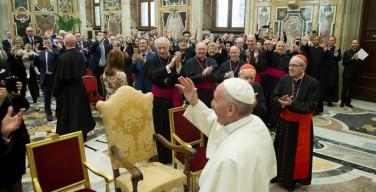 Папа Франциск: дела милосердия подобны объятию Бога