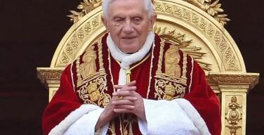 Бенедикту XVI – 89 лет. Папа Франциск: пусть Господь благословит Ваше драгоценное служение