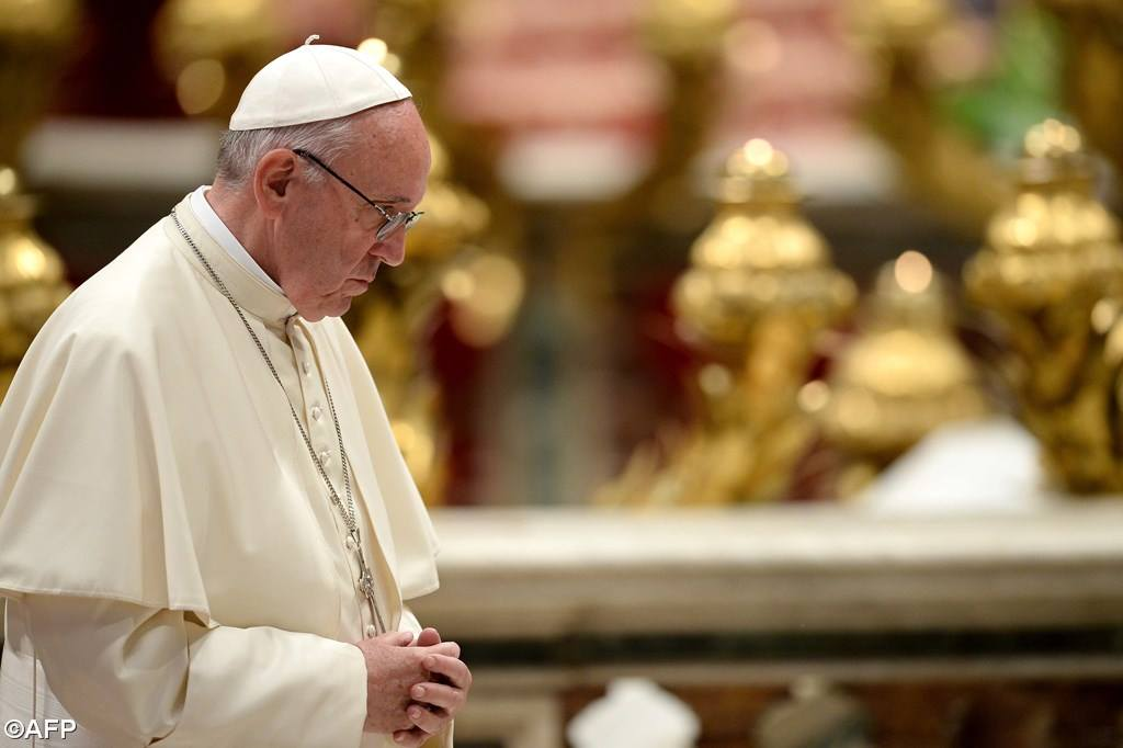 Папа: сегодняшний океан слёз взывает к сочувствию