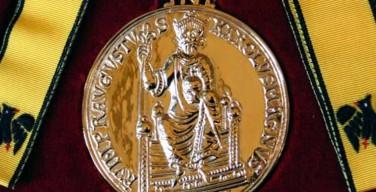 Папа Франциск удостоился премии имени Карла Великого