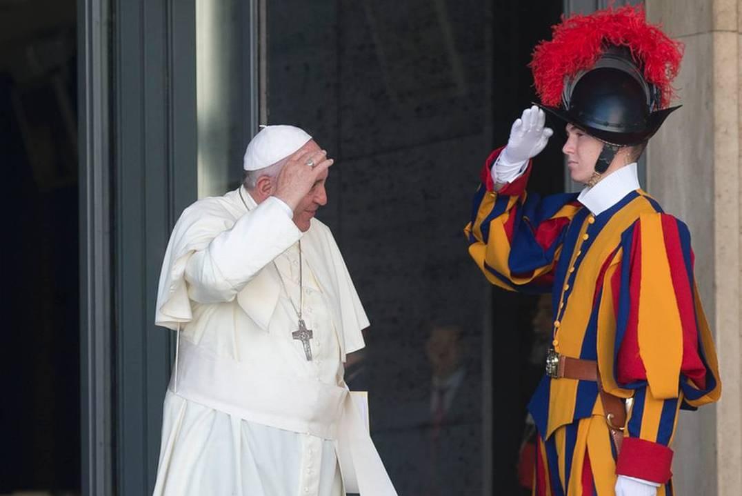 Многие швейцарские гвардейцы испытывают на себе «эффект Франциска» — командир папской охраны