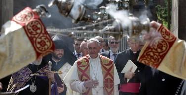 Папа Франциск прибыл в Армению и произнес первую речь в кафедральном соборе Эчмиадзина