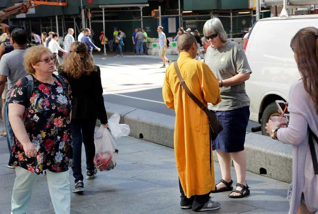 В Нью-Йорке растет число ложных буддийских монахов