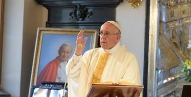 Папа возглавил Евхаристию во Дворце краковских епископов
