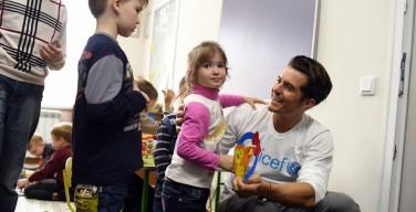 Актер Орландо Блум записал обращение к детям Донбасса