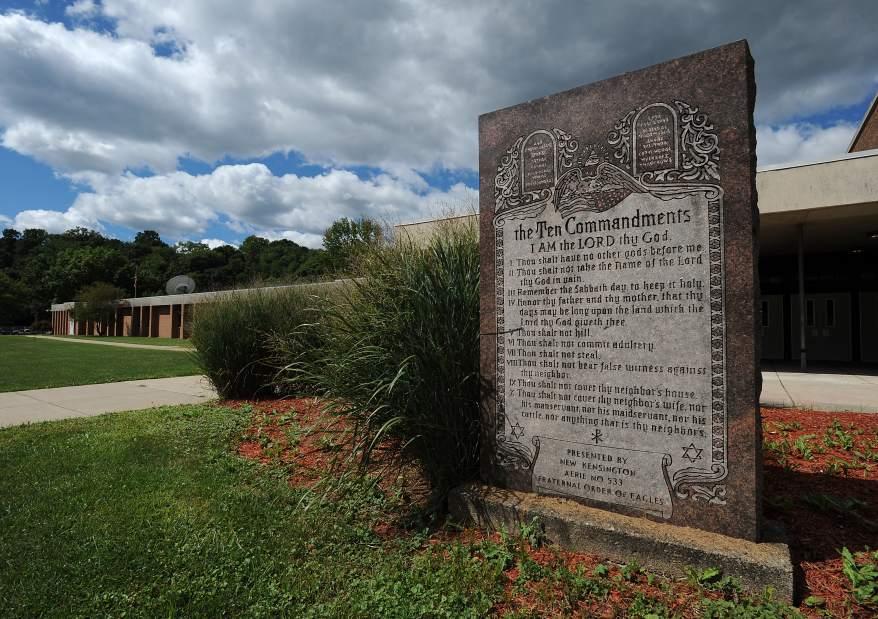 В США продолжаются тяжбы вокруг памятника десяти библейским заповедям