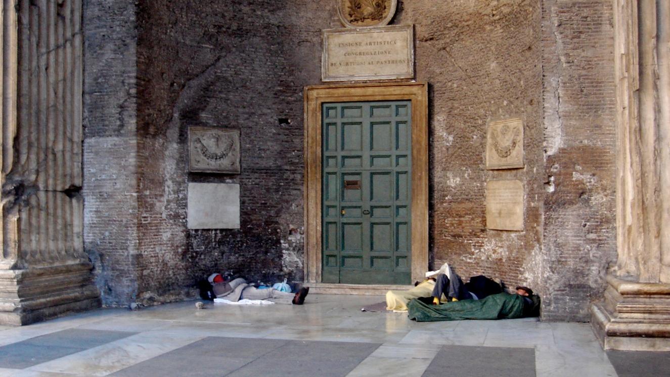 Ватикан помогает бездомным съездить на пляж