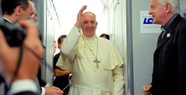 Брифинг Папы на борту самолета: экономика, ставящая в центр деньги, а не человека, — это «базовый терроризм»