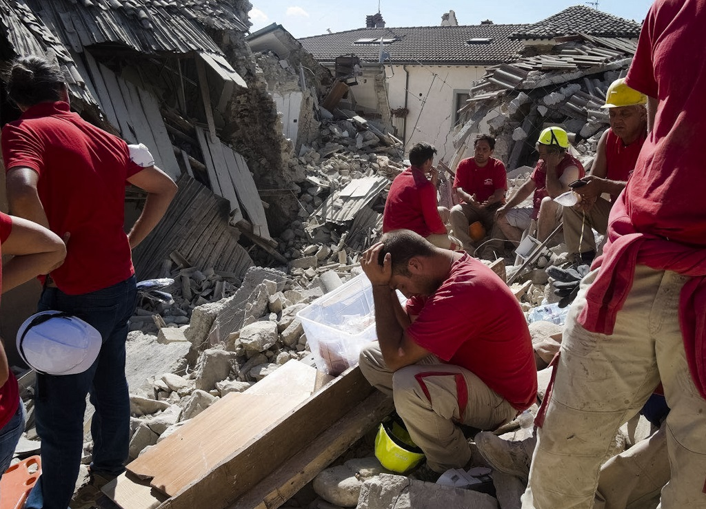 Землетрясение в центре Италии. Епископ Риети: наряду с вопросом «Где же Бог?» следовало бы задуматься и о том, «где был человек»