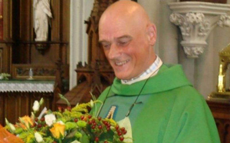 Мигрант напал с ножом на священника в Бельгии