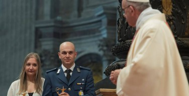 Папа: ватиканский жандарм должен быть похож на библейского праведника