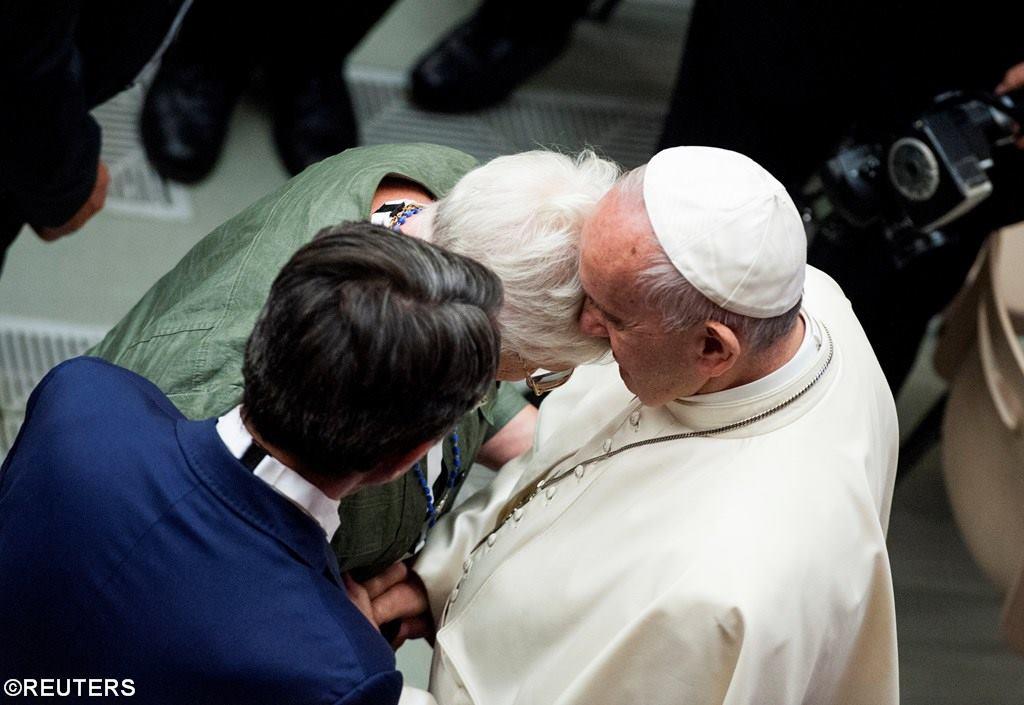 Папа Франциск встретился с родными жертв теракта в Ницце (ФОТО)