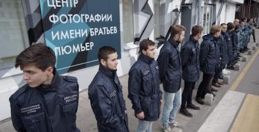 Выставку «Без смущения» Джока Стерджеса в московском Центре братьев Люмьер закрыли