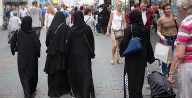 Меркель назвала ношение паранджи в Германии признаком неудавшейся интеграции