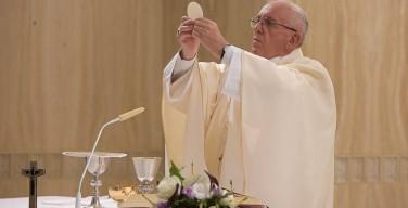 Папа: дьявол разрушает единство в самом сердце Церкви — Евхаристии