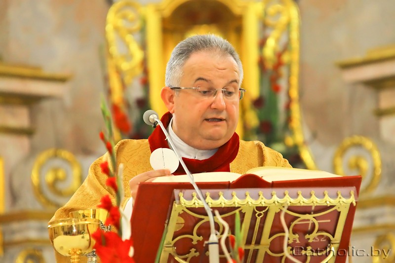 Архиепископ Габор Пинтер отслужил первую Мессу в Минске