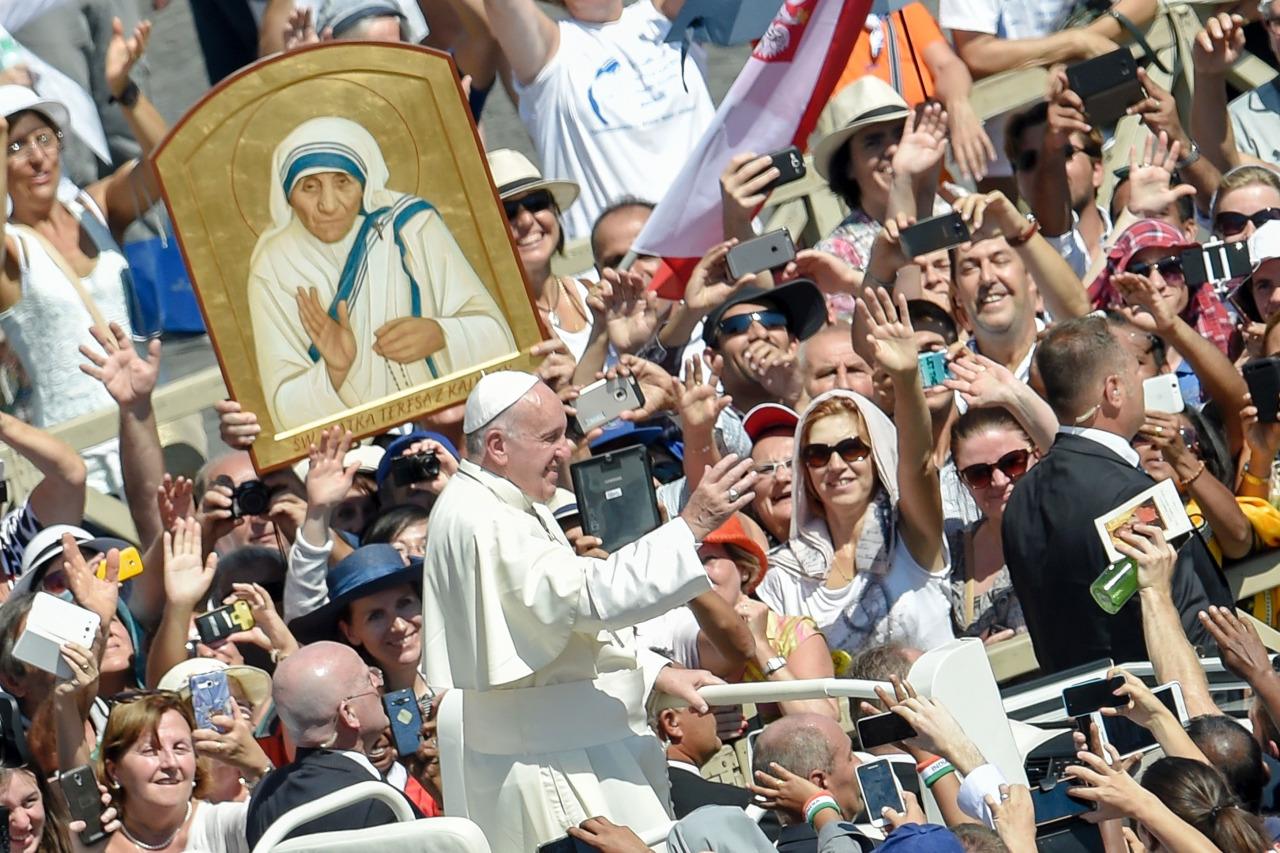 Angelus 4 сентября. Папа призвал молиться о служителях милосердия