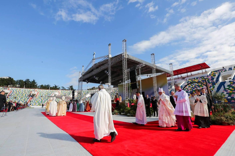Святая Месса на тбилисском стадионе имени М. Месхи. Папа: блаженны христианские общины, бедные средствами, но богатые Богом (+ ФОТО)