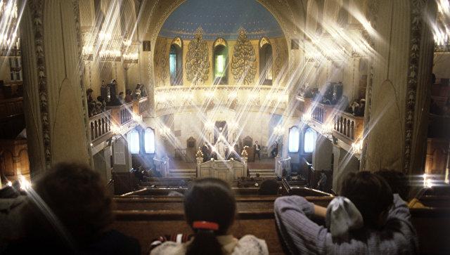 В московскую синагогу ворвался мужчина с пистолетом и канистрой