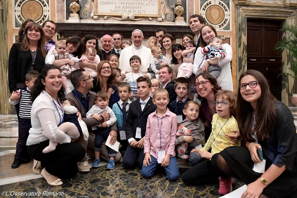 Папа: душепопечение о семьях должно быть основано не на их отдаленности от идеала, а на исцеляющей близости Церкви