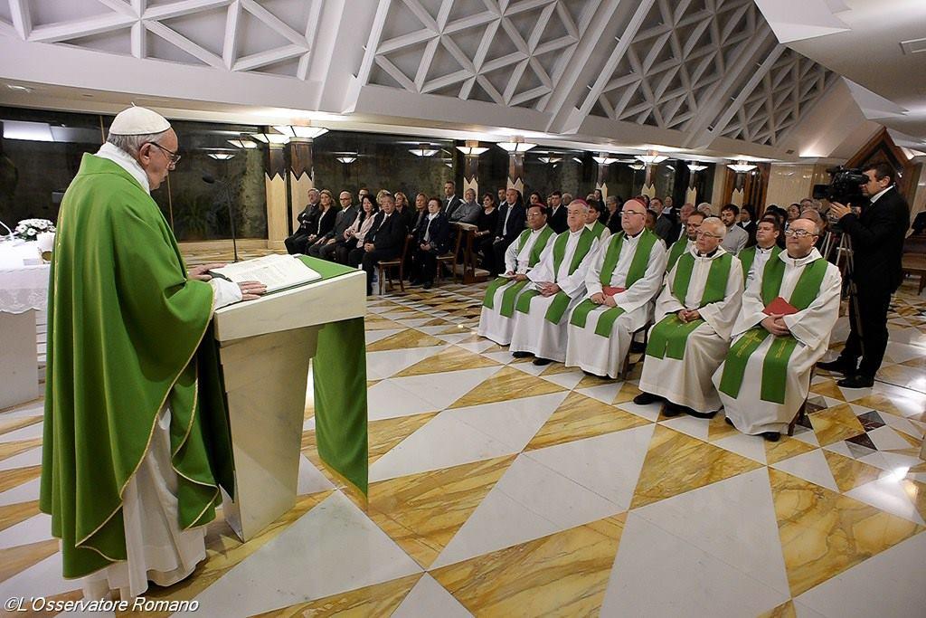 Папа: Бог плачет над бедствиями и войнами