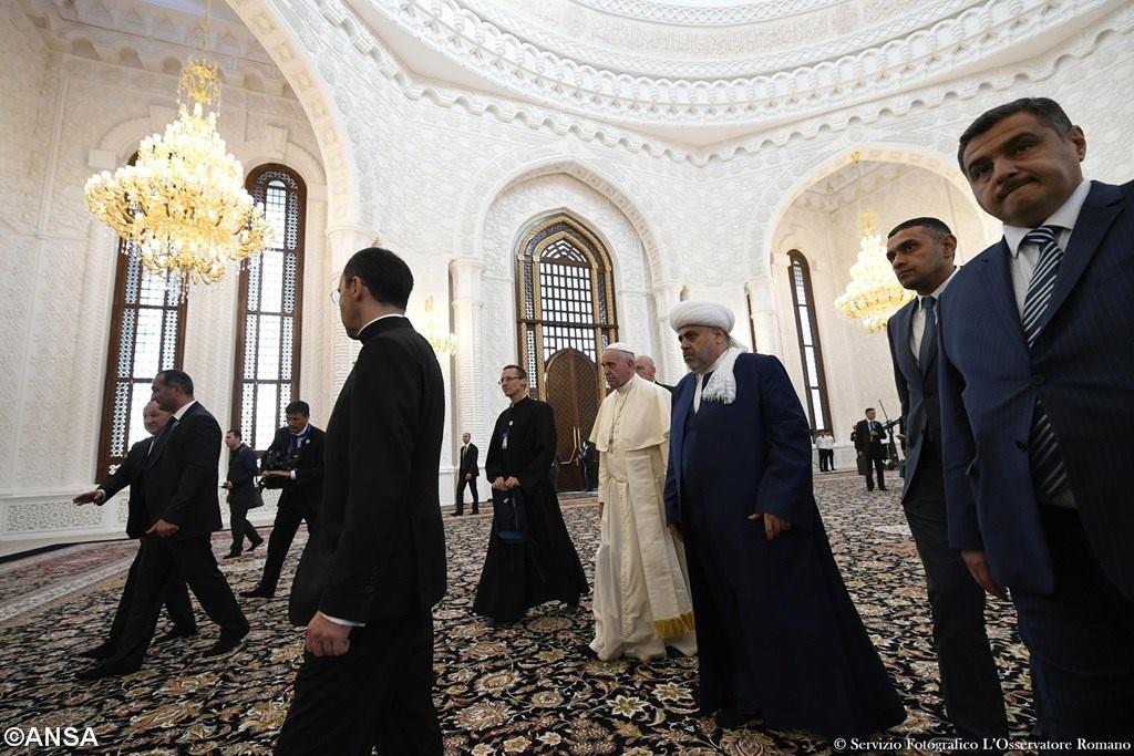 Во время своего визита в Баку Папа Франциск встретился с главой Управления мусульман Кавказа