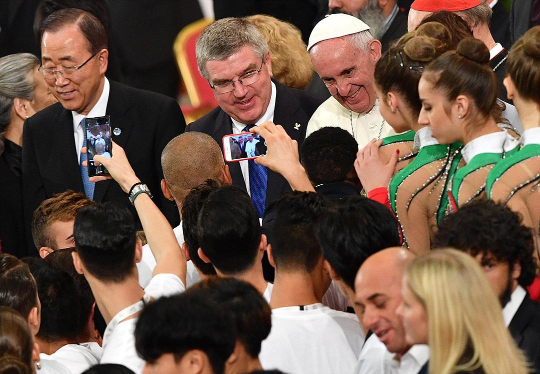 Папа Франциск: необходимо защитить спорт от коррупции, честная игра важнее результата