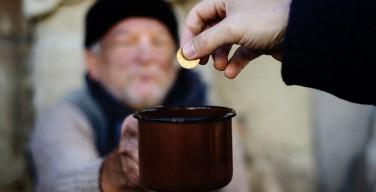 Папа Римский призвал к серьезным политическим мерам в борьбе с бедностью