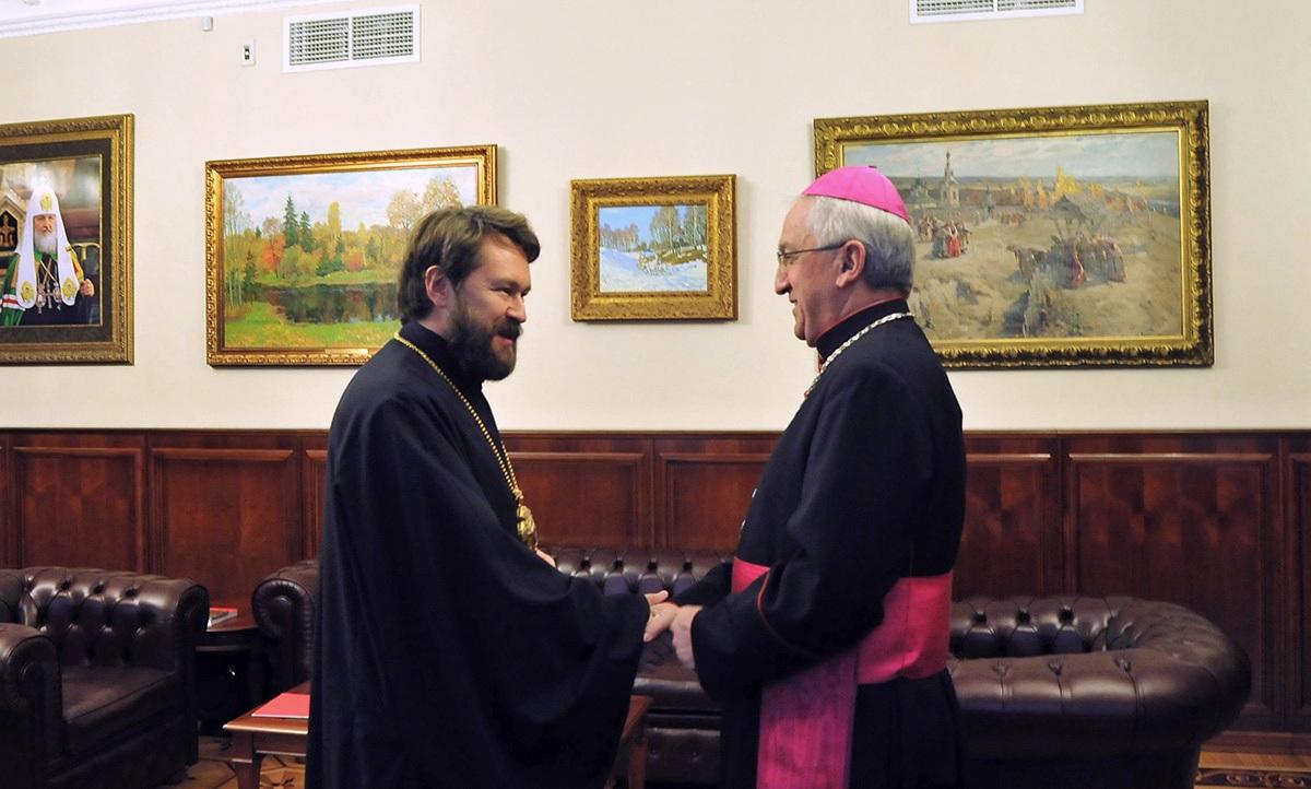 Председатель ОВЦС встретился с новым Апостольским нунцием в России